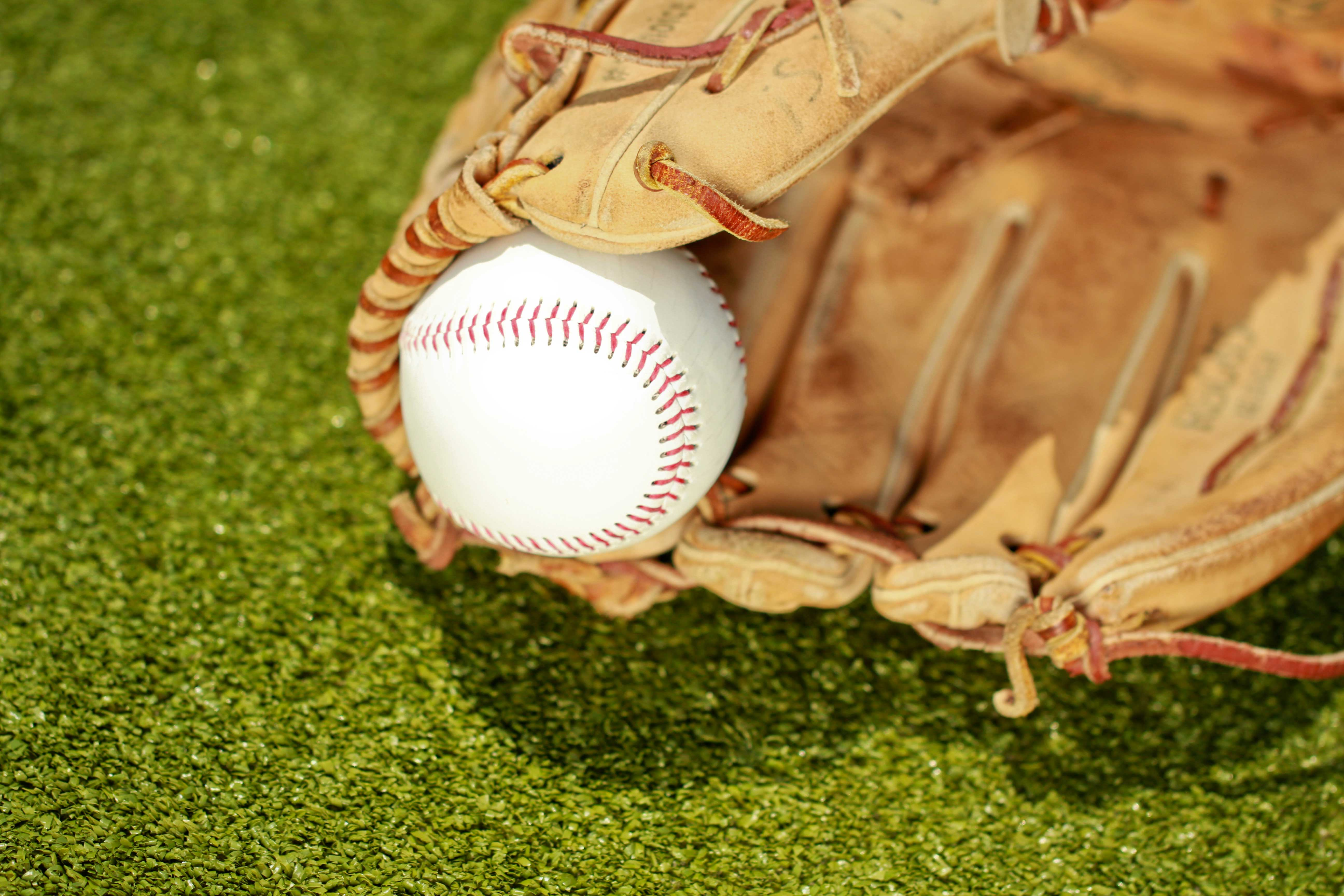 The Essential Tips On Buying The Best Baseball Gloves Online Simply the Best Axial Sports | Guide, Tips and Reviews for Sports & Fitness Equipment